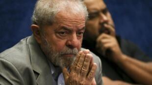 O ex-presidente Luiz Inácio Lula da Silva alega inocência e diz não ter medo da prisão.