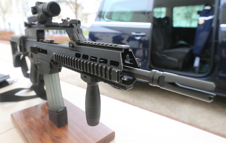 По данным Le Figaro, у полиции похитили автоматическую винтовку HK-G36
