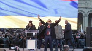 2021-03-01T161833Z_218529792_RC2G2M94EFH9_RTRMADP_3_ARMENIA-POLITICS-PASHINYAN