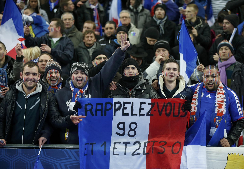 Supporters de l'Equipe de France de football. Match au Stade de France ( Saint-Denis). 19 novembre 2013.