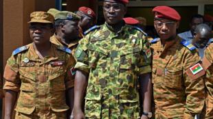 Isaac Zida, photographié le 31 octobre 2014 à Ouagadougou après la réunion des chefs d'état-major des armées.