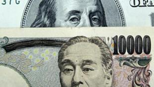 O yuan e o dólar desvalorizados distorcem o comércio internacional.