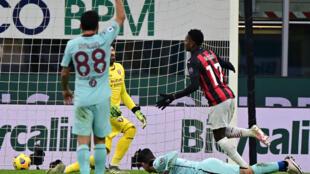 El delantero portugués del AC Milan Rafael Leao celebra un gol sobre el Torino, en partido de la Serie A italiana jugado el 9 de enero de 2021 en el estadio de San Siro de Milán