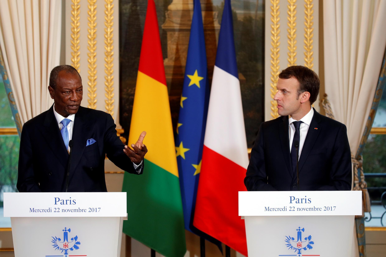O presidente da Guiné Conacri, Alpha Condé, e o seu homólogo francês, Emmanuel Macron, em Paris, a 22 de Novembro de 2017.