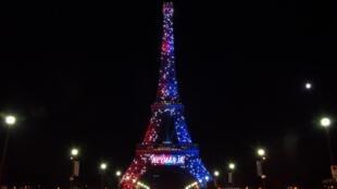Ataque a faca na Torre Eiffel, quando a torre homenageava a chegada de Neymar.