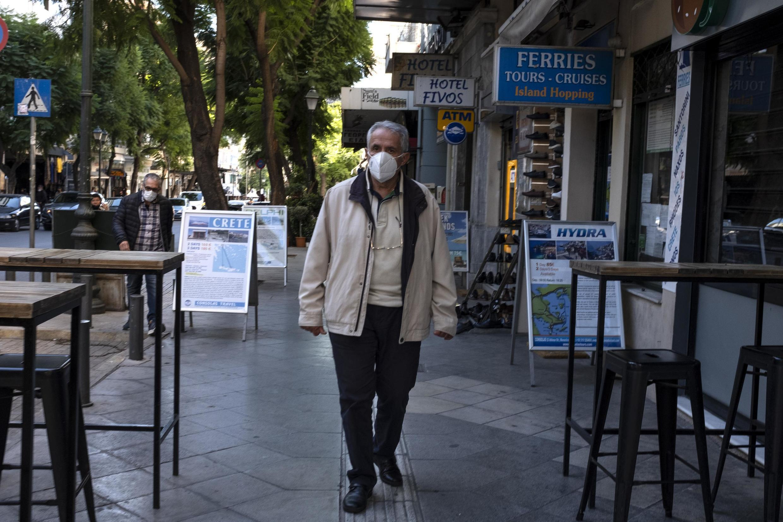 O governo grego estipulou um novo lockdown a partir deste sábado (7)