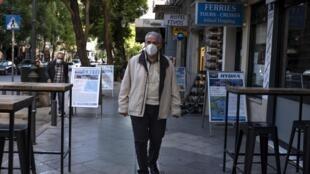 À en croire les autorités grecques, le motif de la limitation de rassemblements à 100 personnes maximum serait une affaire de santé publique.