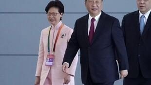 中国国家主席习近平与香港特首林郑月娥去年10月共同出席珠港澳大桥开通仪式