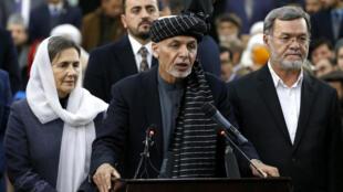 Le président afghan Ashraf Ghani s'adresse aux médias après s'être enregistré comme candidat à la présidentielle à la Commission indépendante électorale, le 20 janvier 2019