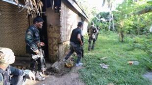 """درگیری پلیس و سربازان فیلیپینی با گروه تروریستی """"ابوسیاف"""". سه شنبه ٢٢ فروردین/١١ آوریل ٢٠۱٧"""