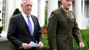 Bộ trưởng Quốc Phòng Mỹ James Mattis (T) và tướng Dunford ra thông cáo về Bắc Triều Tiên, Washington, Hoa Kỳ, ngày 03/09/2017