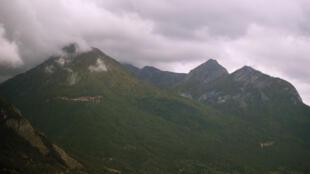Mountainous terrain at the Franco-Italian border, where migrants attempt to cross.
