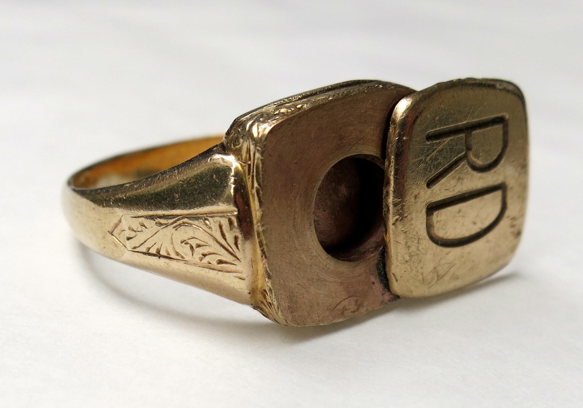 Перстень для хранения пилюли с цианистым калием, период Второй мировой войны
