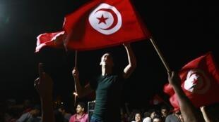 En Tunisie, les manifestants réclament la démission du gouvernement.