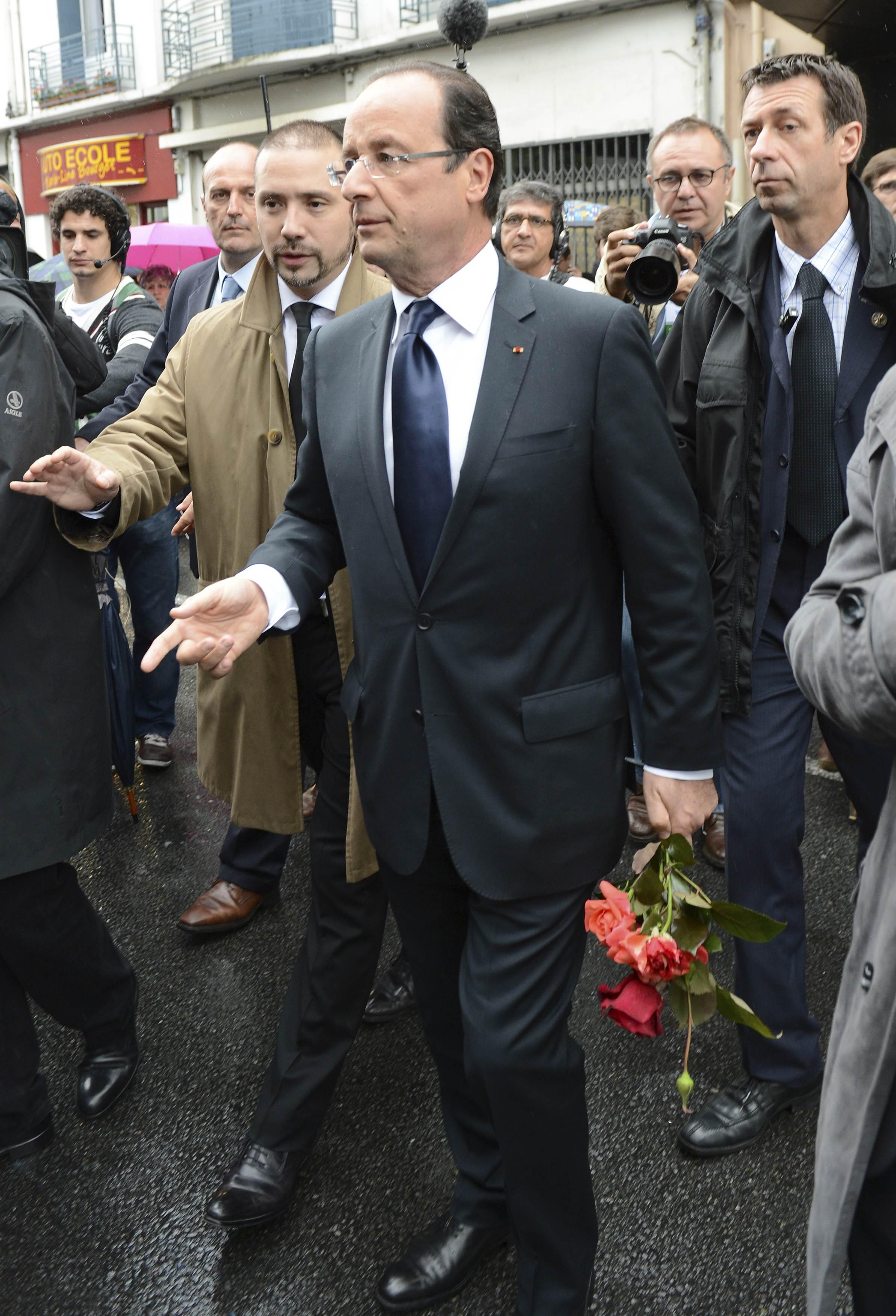 Tổng thống François Hollande gặp dân chúng sau khi đi bầu Quốc hội, ngày 17/06/2012, tại Tulle, Corrèze, vùng Limousin, miền trung Pháp