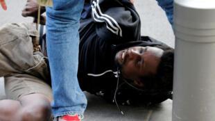2020-06-04T000000Z_134456500_RC2I2H9S3KER_RTRMADP_3_MINNEAPOLIS-POLICE-PROTESTS-FRANCE