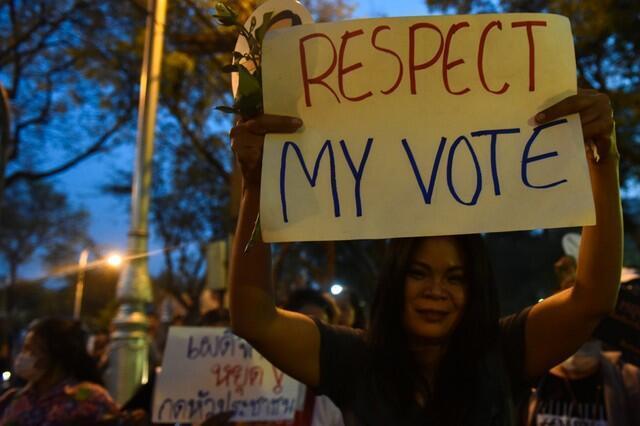 Một người biểu tình phản đối tập đoàn quân sự, kêu gọi bầu cử tự do, Bangkok, ngày 24/03/2018.
