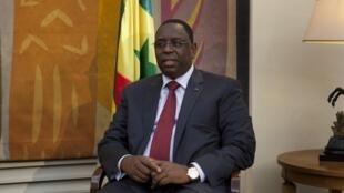 Macky Sall du Sénégal se rend en Gambie, ce lundi 18 février 2013.