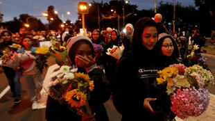 Una marcha de flores en honor de las víctimas, en las afueras de la mezquita Masjid Al Noor, en Christchurch.