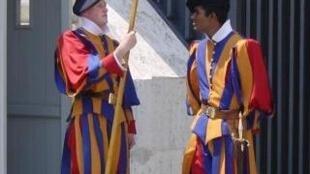 Les gardes pontificaux sont à l'honneur dans l'exposition «La Guardia Suiza y el Santo Padre» à Buenos Aires.