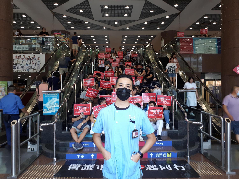 Le personnel du Queen Elisabeth Hospital se mobilise aussi face aux violences à l'encontre des manifestants en organisant un sit-in même s'ils ne sont pas en grève ce mardi 13 août à Hong Kong.