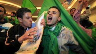 A pro-Kadhafi protest in Tripoli, 18  March 2011