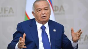 Ông  Islam Karimov trong một cuộc tiếp xúc  với tổng thống Nga Vladimir Putin, tại Ufa, Nga, ngày 10/07/2015