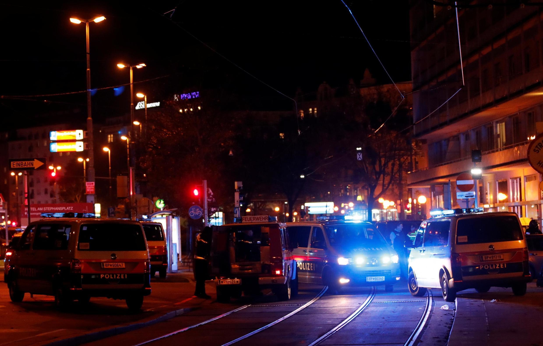 در پی چند تهاجم پیاپی در نقاط مختلف وین پایتخت اتریش، پلیس عملیات گستردهای را برای یافتن مهاجمان به اجرا گذاشت