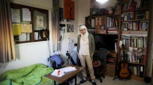"""""""دارین تاتور"""" شاعر فلسطینی، به خاطر انتشار مصرعی از شعر خود در فضای مجازی، با مضمون تشویق مردم کشورش به مقاومت در برابر فشارهای اسرائیل، دستگیر شده است."""