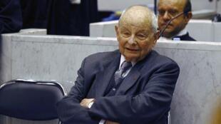 Jacques Servier, le dirigeant des laboratoires qui ont fabriqué le Mediator, à l'ouverture du procès à Nanterre, le 14 mai 2012.
