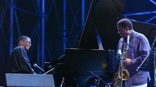 Herbie Hancock et Wayne Shorter, lors du Tokyo Jazz Festival, 2004.