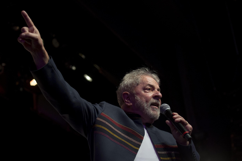 លោកអតីតប្រមុខរដ្ឋប្រេស៊ីល Luiz Inácio Lula da Silva កាលពីធ្វើមេទ្ទីញកន្លងមក