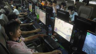 La Chine s'est accordée un délai avant d'imposer son système de filtre internet, officiellement destiné à protéger les jeunes internautes de la violence et de la pornographie.