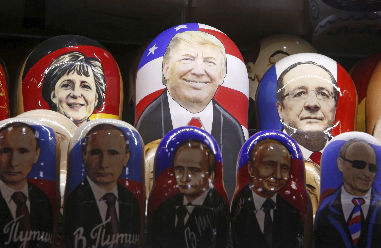 Матрешки в сувенирном магазине в Москве