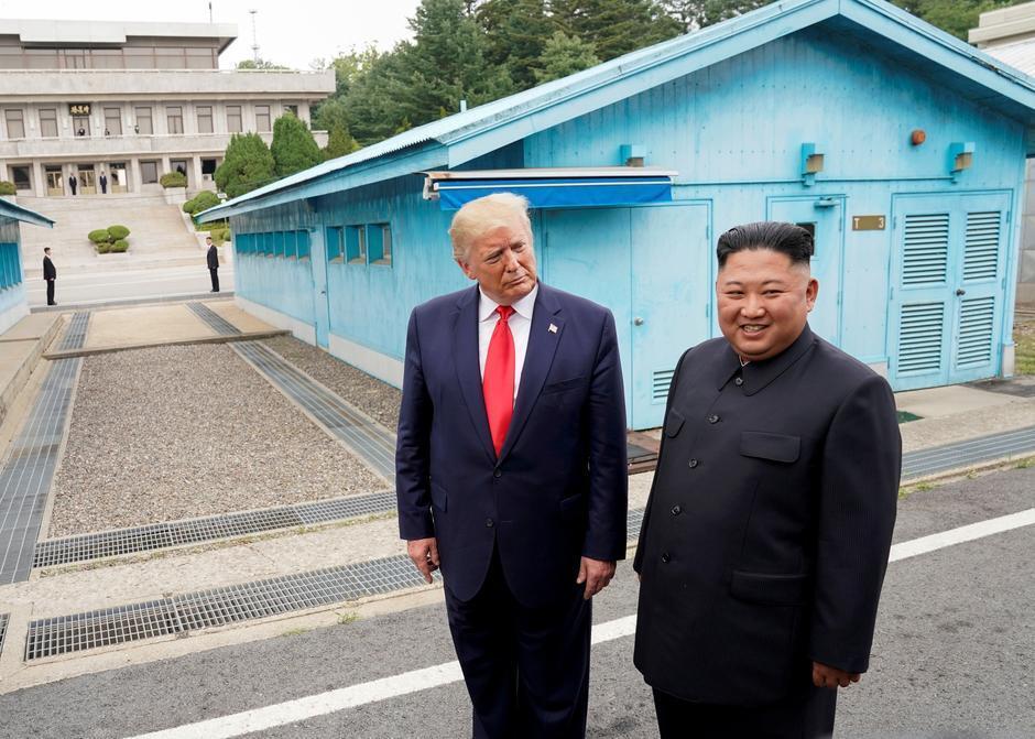 美国总统特朗普与朝鲜最高领导人金正恩资料图片