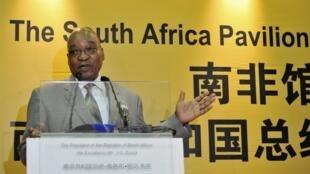 Le président sud-africain, Jacob Zuma lors d'un discours au pavillon sud-africain de l'Exposition universelle à Shanghai le 26 août 2010.