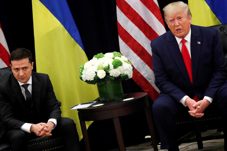 Shugaban Amurka Donald Trump da takwaran aikinsa na Ukraine Volodymyr Zelenskiy yayin wata ganawa a zauren taron Majalisar Dinkin Duniya karo na 74.