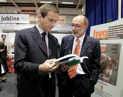 Ông Szauer Péter (P), Tổng Giám đốc tuần báo Kinh tế Thế giới HVG