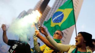 Des partisans de Jair Bolsonaro à Rio de Janeiro, le 28 octobre 2018.