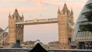Tower Bridge, một trong những biểu tượng nổi tiếng của Luân Đôn