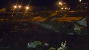 Foto divulgada pelo governo russo do acidente com o avião Boeing 737-500 que explodiu ao pousar em um aeroporto da cidade de Kazan.