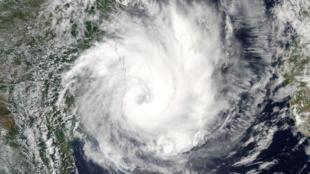 Ciclone DINEO junto ao litoral de Moçambique