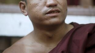 Nhà sư Nyi Nyi Lwin, còn được biết đến với tên U Gambira, tại Rangun ngày 19/01/2012.