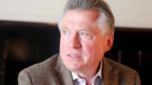 Ramil Khabriyev, ex-diretor da Agência Anti-Doping russa (RUSADA), durante coletiva desta terça-feira (19) em Moscou.