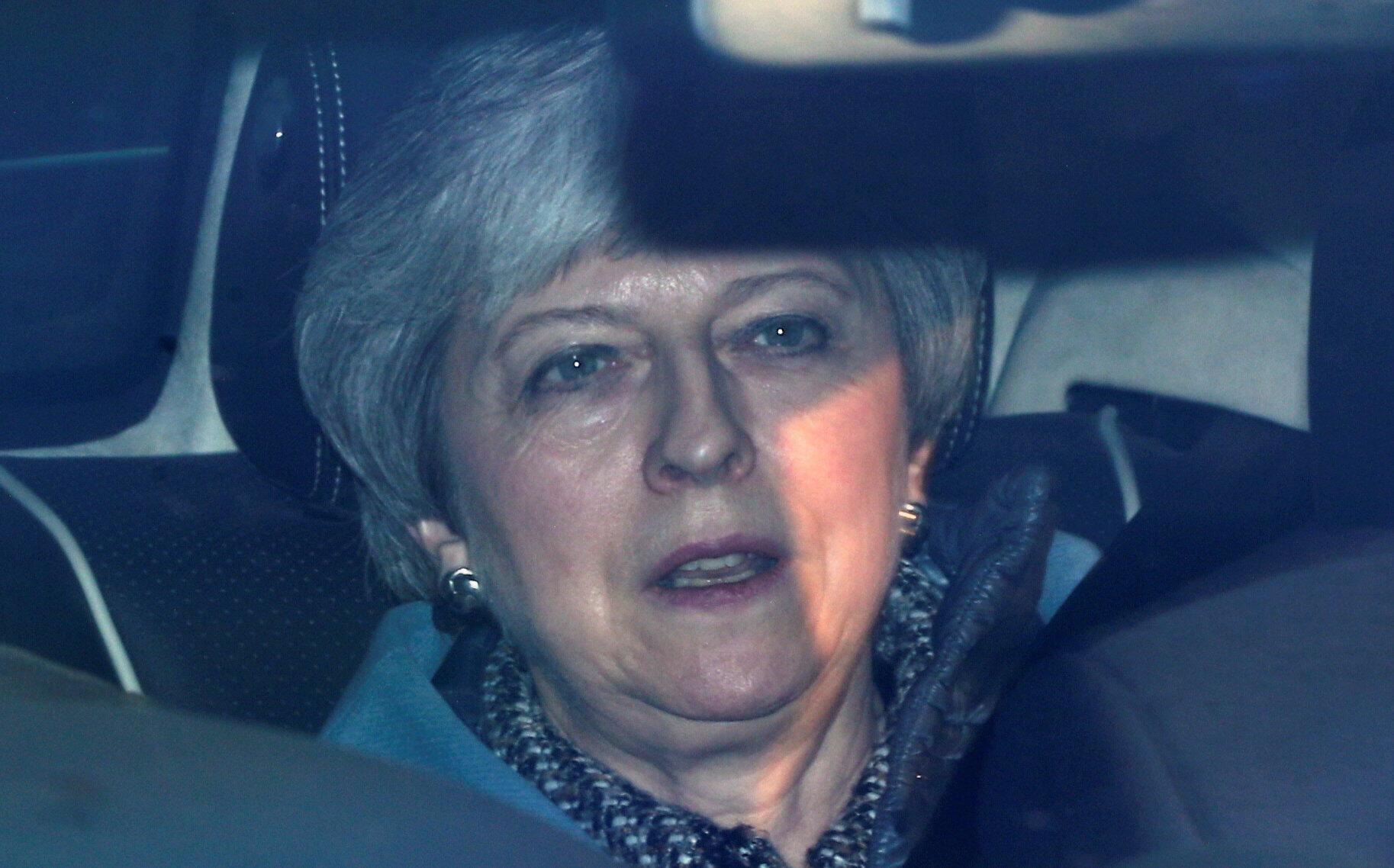 La primera ministra Theresa May reunió el martes a un gobierno británico muy dividido en busca de una solución al Brexit que, según advirtió la UE, cada vez corre más riesgo de ser brutal.