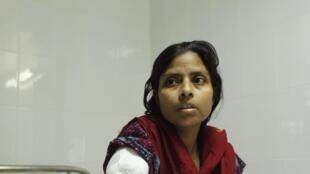 Une ouvrière rescapée du Rana Plaza, au Bangladesh, le 11 mai 2013.
