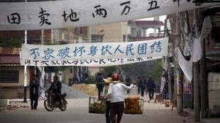 廣東陸豐烏坎村村民計畫於21日突圍衝擊陸豐市政府。攝於2011年12月20日。