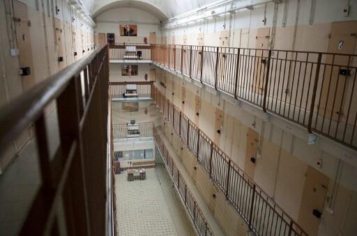 A ala masculina da prisão de Fresnes, uma das mais lotadas da França