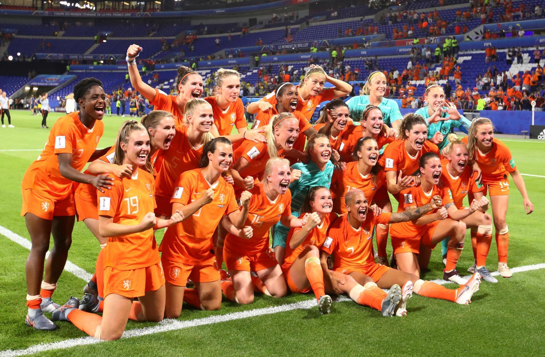 Les joueuses néerlandaises célèbrent leur victoire face à la Suède.