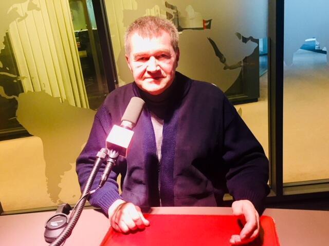 L'écrivain français Antoine Volodine en studio à RFI (février 2019).